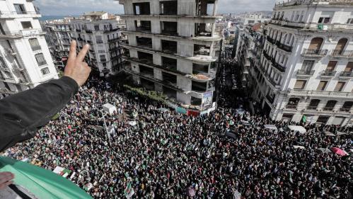 Les Algériens toujours très mobilisés après un mois de manifestations contre le président Abdelaziz Bouteflika