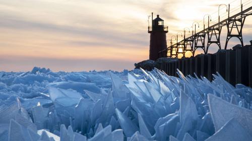 EN IMAGES. Etats-Unis : le lac Michigan s'est recouvert d'écailles de glace
