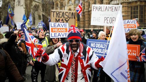 Brexit : les Anglais dos au mur