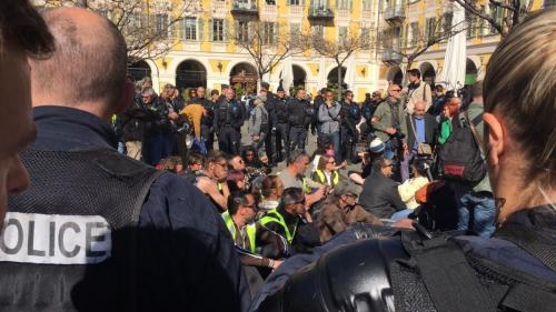"""""""Gilets jaunes"""" : à Nice, une manifestante blessée et des rassemblements malgré les interdictions"""