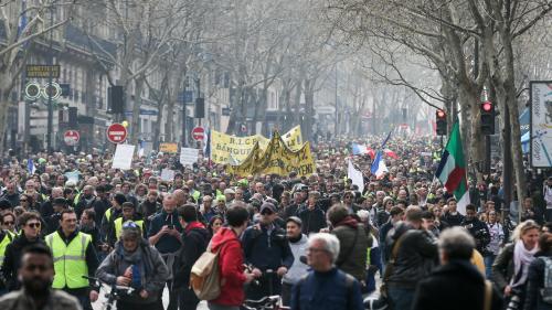 """""""Gilets jaunes"""" : 40 500 personnes mobilisées en France, dont 5 000 à Paris, annonce Christophe Castaner"""