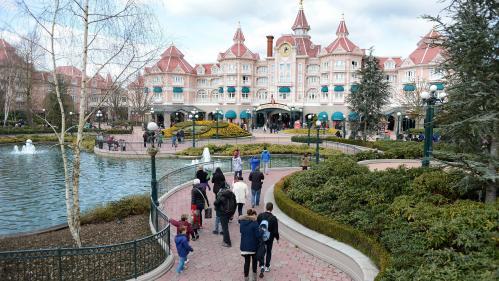 """Disneyland Paris : mouvement de panique après des """"détonations"""", il s'agissait en fait d'un tapis roulant défectueux"""