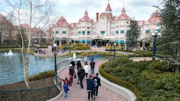 nouvel ordre mondial | Disneyland Paris : mouvement de panique après des