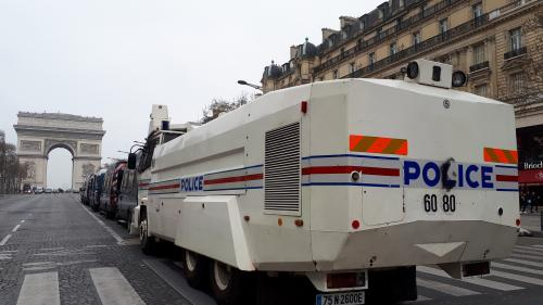 """""""Paris est devenu triste"""" : malgré l'absence de """"gilets jaunes"""" samedi, la déprime traverse les Champs-Elysées"""