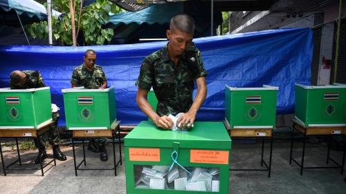 Thaïlande : le parti de la junte militaire en tête des législatives