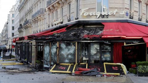 """""""Tout était distribué, comme des souvenirs"""", plaide l'avocat du couple soupçonné d'avoir volé des objets du Fouquet's"""