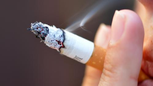 La France compte 1,6 million de fumeurs quotidiens en moins depuis 2016, annonce le gouvernement