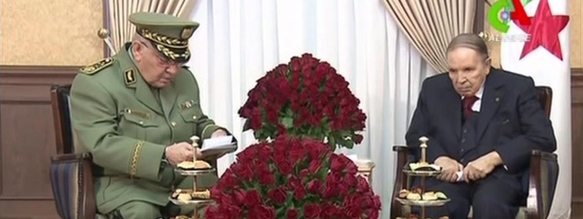 Le chef d\'état-major de l\'armée et vice-ministre de la Défense, Ahmed Gaïd Salah, et le président algérienAbdelaziz Bouteflika.