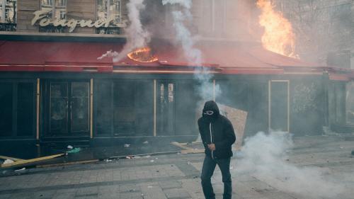 """""""Gilets jaunes"""" : plus de 200 commerces dégradés à Paris lors du 18e samedi de mobilisation"""