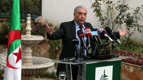 Ali Benflis, ancien Premier ministre de l'Algérie, réclame la démission immédiate d'Abdelaziz Bouteflika