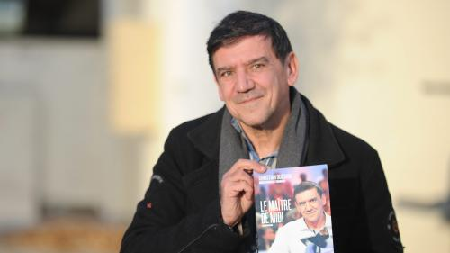 """L'autobiographie de Christian Quesada, champion des """"12 Coups de midi"""", retirée de la vente après sa mise en examen"""