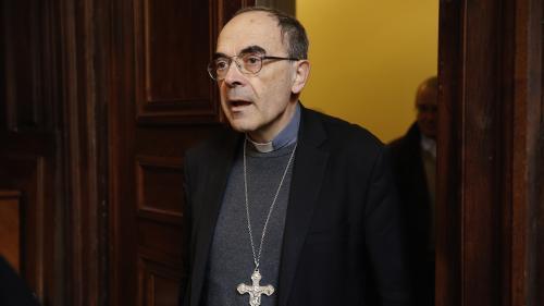 """Pour la première fois, un prêtre du diocèse de Lyon appelle le cardinal Barbarin à """"démissionner vraiment"""""""