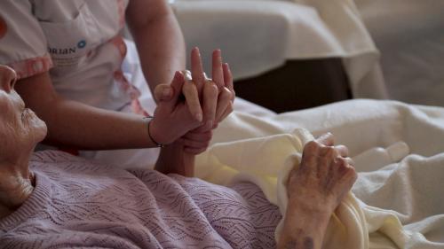 """Aides aux personnes âgées : """"Opposer le maintien à domicile et la maison de retraite, c'est une différence qui devient obsolète"""""""