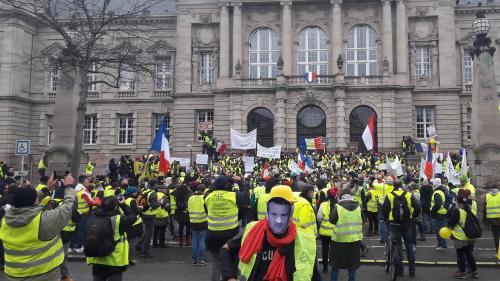 """""""J'ai tout perdu pour une manifestation"""" : que sont devenus les premiers """"gilets jaunes"""" condamnés ?"""