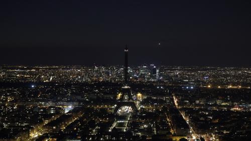 """EN IMAGES. """"Earth Hour"""" : des monuments du monde entier s'éteignent pour la sauvegarde de la nature"""
