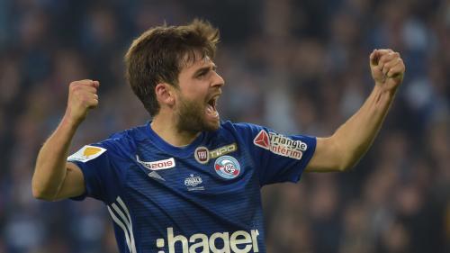 Foot : Strasbourg remporte la Coupe de la Ligue en battant Guingamp (0-0, 4-1 aux tirs au but) au terme d'une finale soporifique