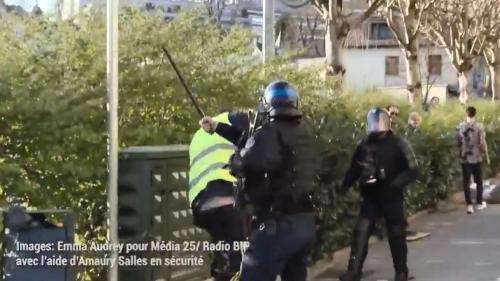 """Besançon : l'IGPN saisie après une vidéo montrant un """"gilet jaune"""" matraqué par un policier"""