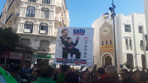 """Démission d'Abdelaziz Bouteflika : """"Le peuple tient le régime à la gorge, il ne va pas le lâcher"""""""