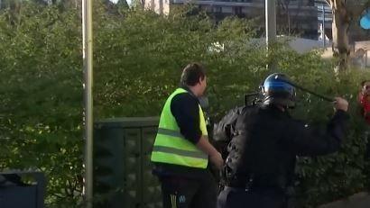 """Besançon : la vidéo d'un """"gilet jaune"""" matraqué ne montre """"pas d'images de violence policière"""", affirme Christophe Castaner"""