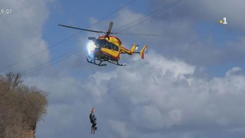 VIDEO. Martinique: un hélicoptère de la sécurité civile sectionne trois lignes à haute tension pendant une opération de sauvetage