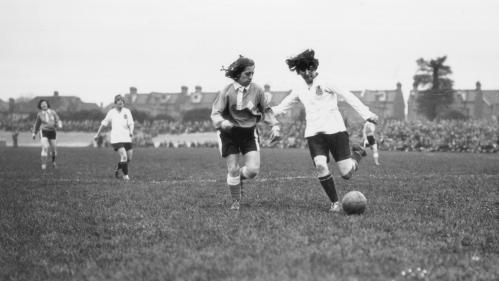 Comment l'Angleterre a empêché les pionnières du foot féminin de conquérir le monde