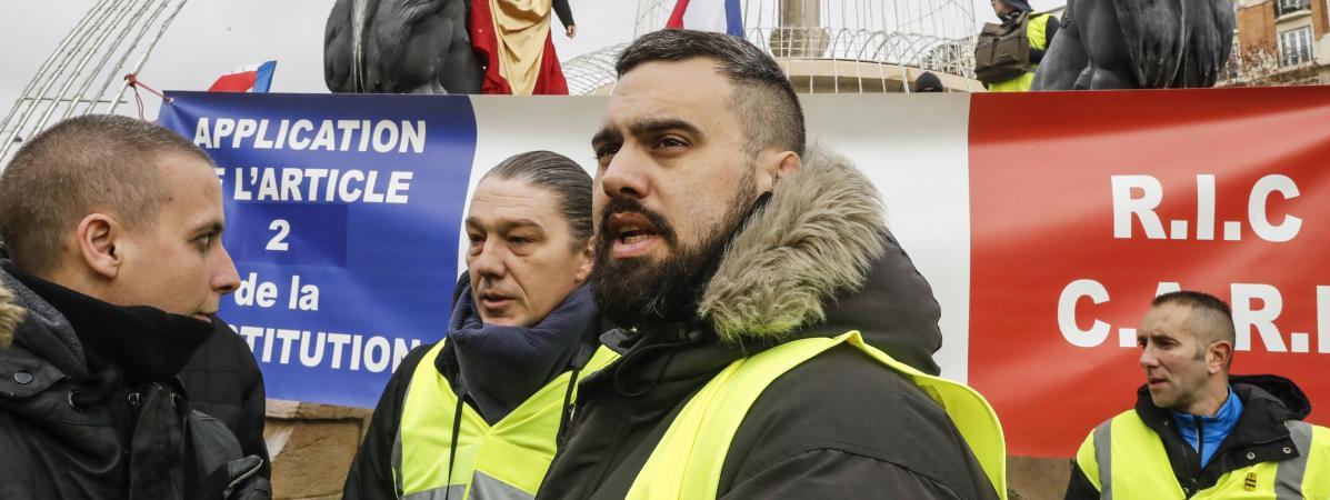 """L\'un des leaders des \""""gilets jaunes\"""" Éric Drouet, durant une manifestation, le 2 février à Paris."""