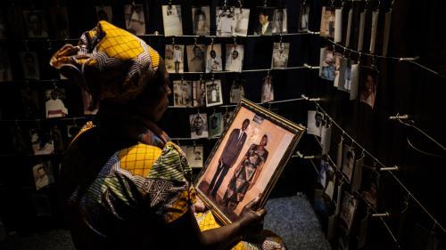 """Commission de chercheurs sur le Rwanda : """"un progrès"""" pour Bernard Kouchner"""