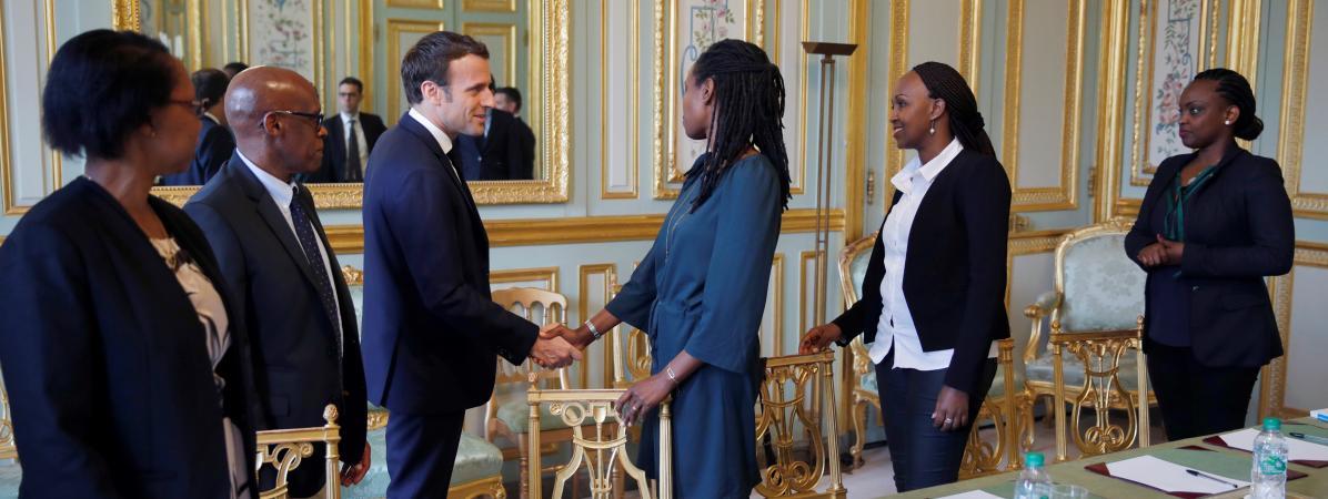 Emmanuel Macron rencontre des représentants d\'Ibuka, uneassociation de soutien aux victimes et rescapés du génocide rwandais,le 7 avril 2019 à l\'Elysée.