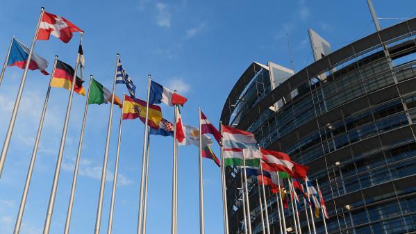 Comment siègent les députés européens au Parlement ?