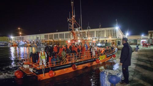 """Des ONG sont-elles """"complices des passeurs"""" de migrants en Méditerranée, comme l'assure Christophe Castaner ?"""