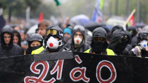 """""""Gilets jaunes"""" : les forces de l'ordre ont-elles tiré du gaz lacrymogène sur une fête foraine à Nantes ?"""