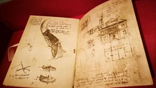 Léonard de Vinci était ambidextre, confirment des chercheurs italiens  https://www.bfmtv.com/societe/leonard-de-vinci-etait-ambidextre-confirment-des-chercheurs-italiens-1669899.html…pic.twitter.com/ejgDgQRkKI