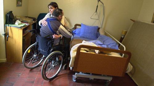 Pression du chronomètre, pénurie de personnel... Les aides à domicile, premières victimes des accidents du travail
