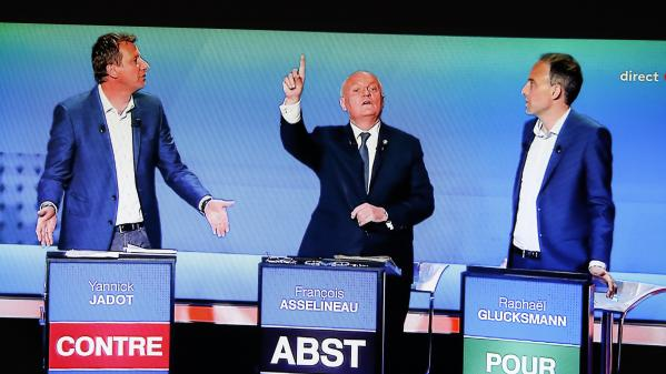 Élections européennes : les oppositions à l'offensive contre Macron