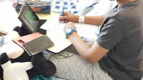 Oise : deux cartables connectés vont permettre à des enfants hospitalisés de poursuivre leur scolarité