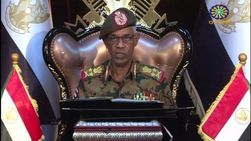 """Soudan : le chef du Conseil militaire de transition annonce sa démission, les manifestants crient """"victoire"""""""