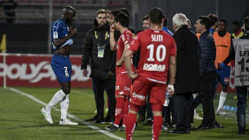 Foot : quatre questions après l'interruption du match Dijon-Amiens pour des cris racistes