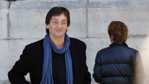 """Image de couverture - """"Assume, bordel !"""": Pierre Palmade fait son retour sur les planches avec une comédie intime sur le couple homosexuel"""