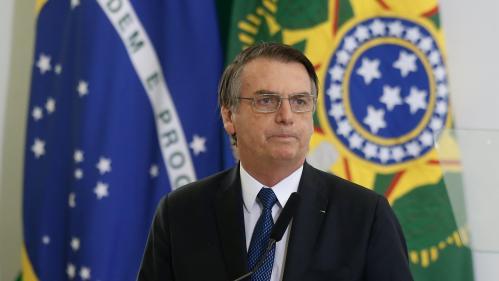 """Brésil: le président JairBolsonaro estime que """"l'on peut pardonner"""" la Shoah"""
