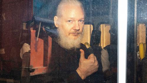 """L'Equateur accuse Julian Assange d'avoir tenté de créer """"un centre d'espionnage"""" dans son ambassade de Londres"""