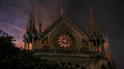 """Incendie de Notre-Dame de Paris: la Fondation du patrimoine lancera mardi une """"collecte nationale"""" pour reconstruire l'édifice"""