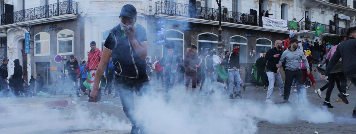 """Algérie : la tension monte entre la population et les """"3B"""", symboles du régime toujours en place"""