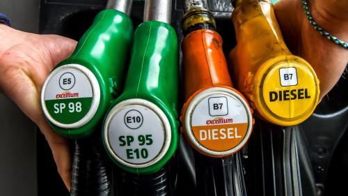 Les prix des carburants ont atteint leur plus haut niveau de l'année   https://www.francetvinfo.fr/economie/automobile/essence/les-prix-des-carburants-ont-atteint-leur-plus-haut-niveau-de-l-annee_3401153.html…pic.twitter.com/4Gb6m7stD4