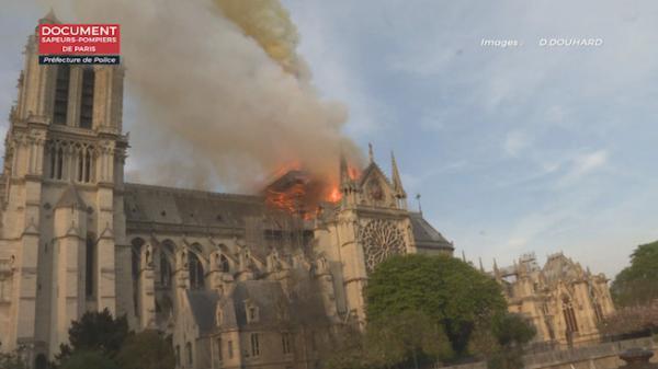 """Notre-Dame de Paris : le """"besoin de constater"""" et de """"se rassembler"""""""