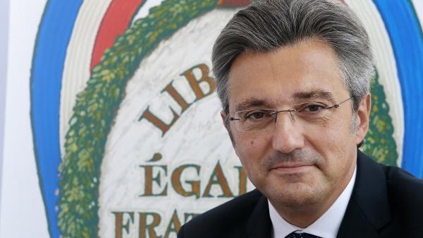 """Suppression de l'ENA : cette école """"ne doit pas être le bouc émissaire de la crise sociale et politique que la France connaît"""""""