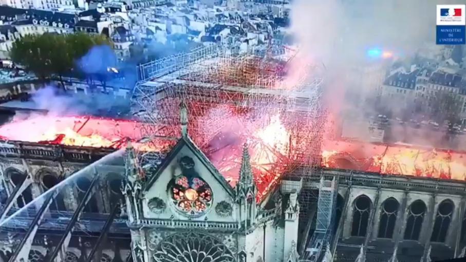 En Images Incendie De Notre Dame De Paris Les