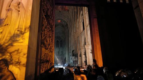 """À l'intérieur de Notre-Dame de Paris, encore en proie aux flammes: """"C'était incroyable, tout était noir, brûlé"""""""