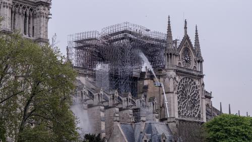 """Incendie de Notre-Dame de Paris : la majorité présidentielle suspend sa campagne des européennes """"jusqu'à nouvel ordre"""""""