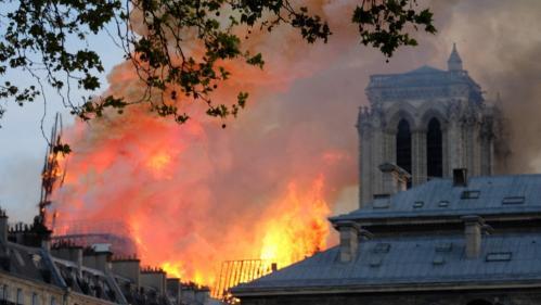 """Incendie de Notre-Dame:les enquêteurs vont faire """"une chronologie inversée"""" pour savoir d'où est parti le feu"""
