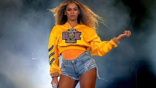 """""""Homecoming"""", un doc et un album surprise de Beyoncé taillés dans le diamant"""